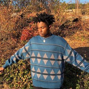 triangle pattern snowdrift sweater size XL